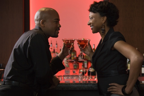 black-couple-at-bar